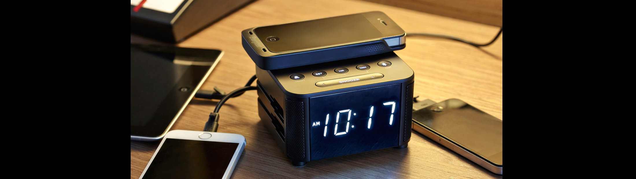 KS-Clock-bedside-iphone4-wireless-cover